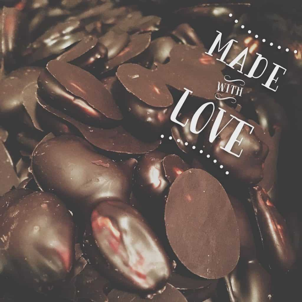 sağlıklı bitter çikolata ve badem