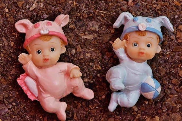 Erkek bebekler neden mavi giyer? Kız bebekler neden pembe giyer?